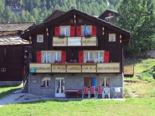 Heiderösli 1st Floor and Attic Apartment Grächen