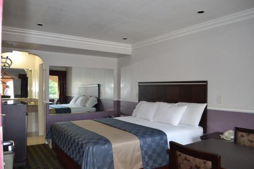 Galaxy Inn - Culver City, CA 90230