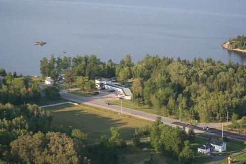 . Edgewater Motel and Campground