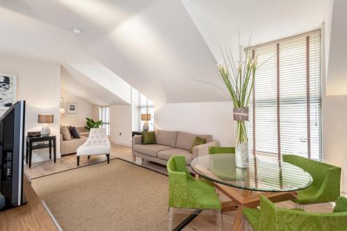 Photo - Atholl Apartments