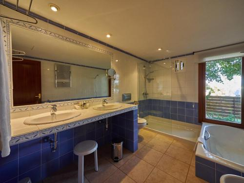Deluxe Suite with Sea View Hotel Petit Cala Fornells 2