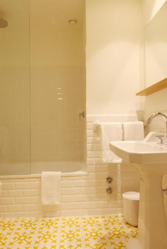 Double Room with Garden View and Balcony Hostal Spa Empúries 20
