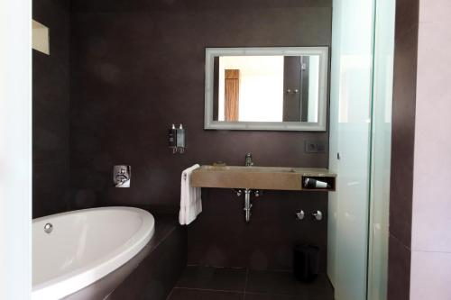 Superior Double Room with Sea View Hostal Spa Empúries 7