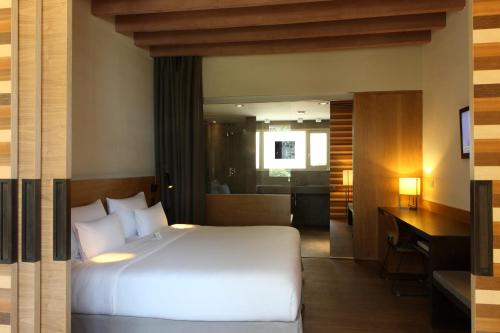Superior Double Room with Garden View Hostal Spa Empúries 19