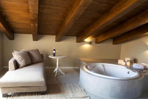 Suite Junior con terraza Hotel Mas De Cebrian 41