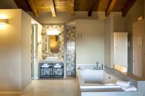Suite Junior con terraza Hotel Mas De Cebrian 34