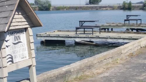 Lakeshore Inn Water Front