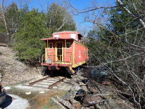 Livingston Junction Cabooses And Cabin - Eureka Springs, AR 74632
