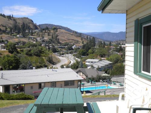 Pleasant View Motel - Photo 2 of 39
