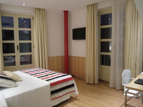 Cameră dublă sau twin cu pat suplimentar şi vedere (Double or twin Room with Extra Bed and View)