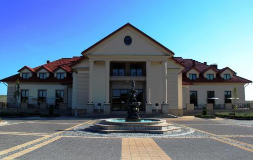 . Pałac w Konarach