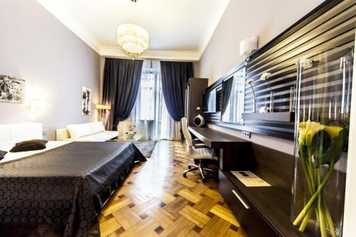 . Matei Corvin Deluxe Apartment