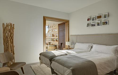 Double or Twin Room with Terrace Trossos Del Priorat 24