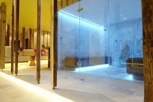 Фото отеля Small Luxury Hotel of the World - DasPosthotel