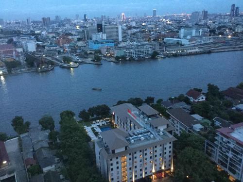 Baan Sathorn Riverfront photo 25