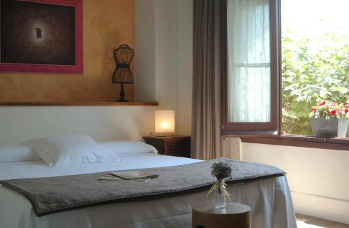 Superior Double Room - single occupancy Mas de Baix 10
