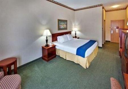 Holiday Inn Express & Suites Clinton - Clinton, OK 73601