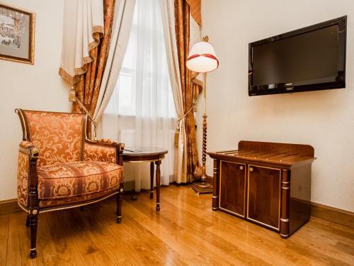 Petroff Palace Boutique Hotel - image 8
