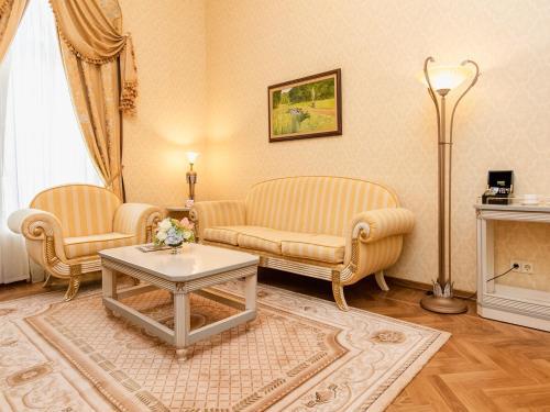 Petroff Palace Boutique Hotel - image 9