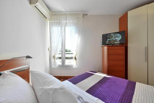 Luxury Seaside Apartment - image 5
