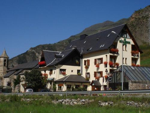 Accommodation in Arties