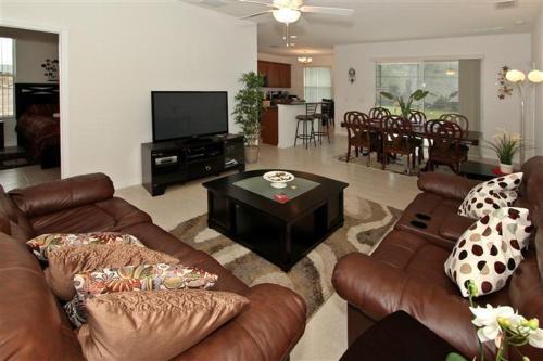 Blue Diamond Street Holiday Home - Kissimmee, FL 34746