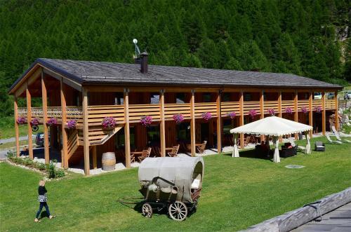 . La Tresenda Hotel and Mountain Farm