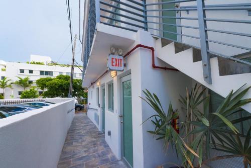 Boutique 18 - Miami Beach, FL 33139