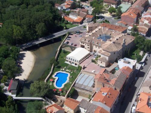 Plaza Adolfo Muñoz Alonso, 47300, Peñafiel, Spain.