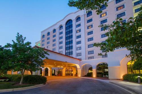 Embassy Suites Greenville Golf Resort&Conference Center - Accommodation - Greenville
