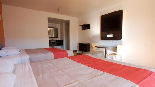 Motel 6 Desert Xpress
