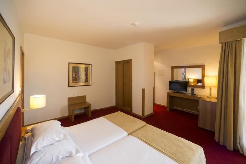 Vila Gale Estoril room photos
