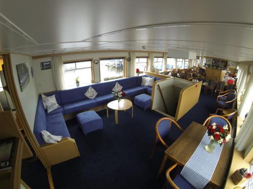 Luxury Hotelboat Zwaantje photo 4