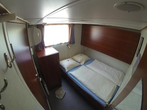 Luxury Hotelboat Zwaantje photo 5
