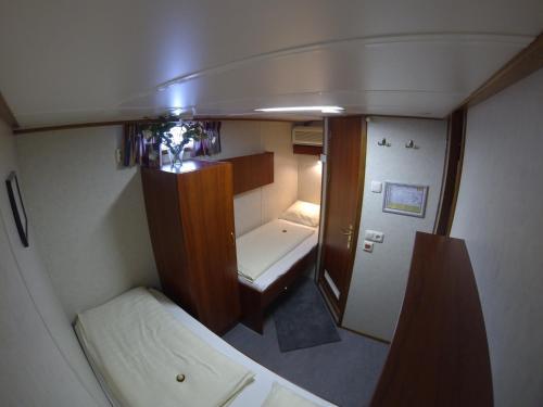 Luxury Hotelboat Zwaantje photo 6