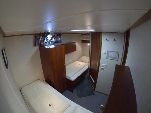 Luxury Hotelboat Zwaantje photo 8