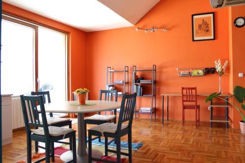 Apartment Mango rum bilder