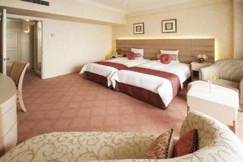 Short Stay - Deluxe Room (17:00 Check in - 10:00 Check out) - No guarantee to enter the theme park - Non-Smoking