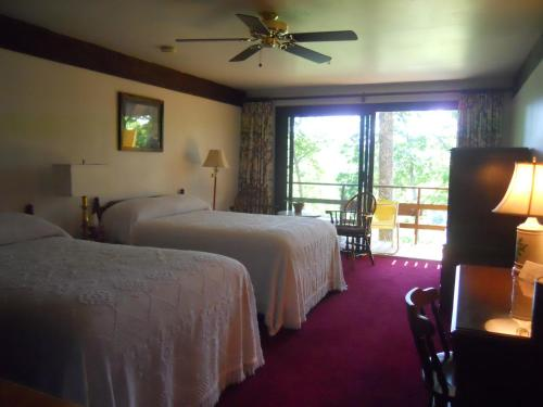 Howard House Lodge B&b - Boothbay Harbor, ME 04538