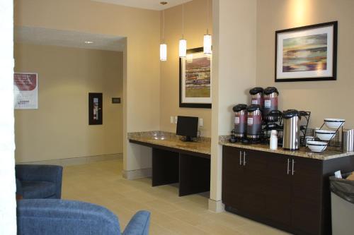 Comfort Inn & Suites Edmonton International Airport - Nisku, AB T9E 0W8