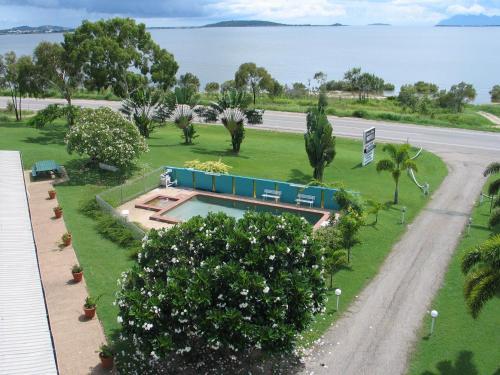 . Ocean View Motel Bowen