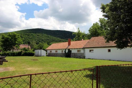Cserhat Guesthouse, Pásztó