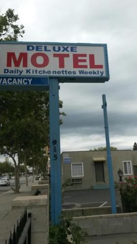 Deluxe Motel - Pomona, CA 91768