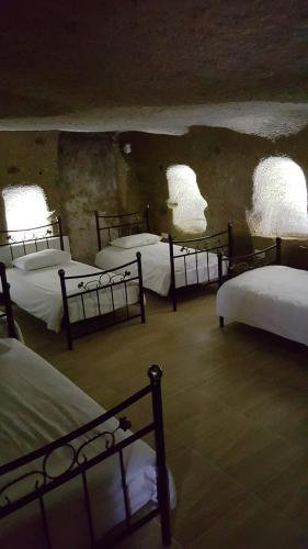 Single Bed in Mixed Cave Dormitory Room