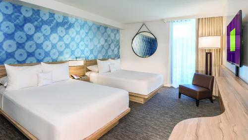 Premium Room, 2 Queens, Non-Smoking