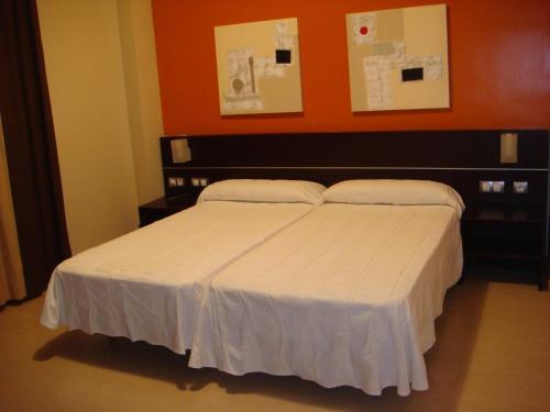 Hotel León Tierra de Vinos room photos