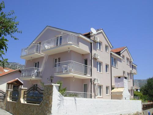 . Apartments Villa Pirosi