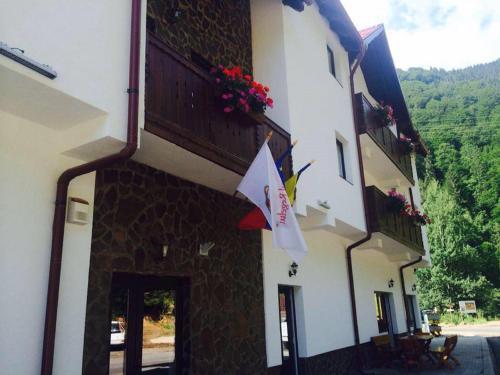 . Hotel Popasul Regelui Transalpina