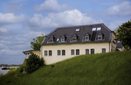 Schnellenburg photo 14