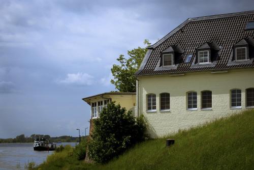 Schnellenburg photo 28
